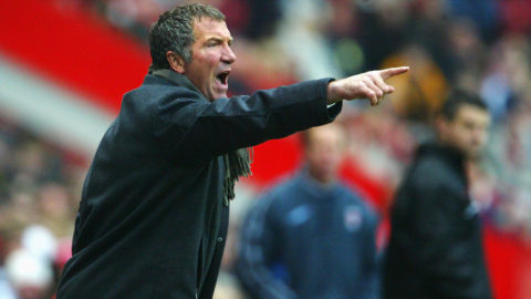 LONDON - FEBRUARY 21:  Manager Graeme Souness of Blackburn Rovers shouts at his players during the FA Barclaycard Premiership match between Charlton Athletic and Blackburn Rovers at The Valley on February 21, 2004 in London.  (Photo by Phil Cole/Getty Images)