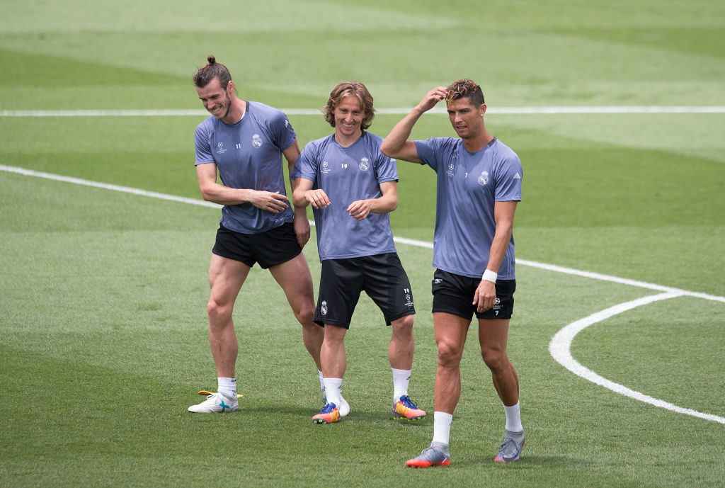 MADRID, SPAIN - MAY 30:  Gareth Bale, Luka Modric and Cristiano Ronaldo share a light moment during training at the Real Madrid UEFA Open Media Day at Valdebebas training ground on May 30, 2017 in Madrid, Spain.  (Photo by Denis Doyle/Getty Images )