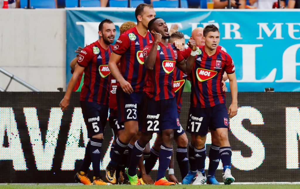 FELCSUT, HUNGARY - AUGUST 3: Ianique dos Santos Tavares 'Stopira' #22 of Videoton FC celebrates his score with teammates during the UEFA Europa League Third Qualifying Round Second Leg match between Videoton FC and FC Girondins de Bordeaux at Pancho Arena on August 3, 2017 in Felcsut, Hungary. (Photo by Laszlo Szirtesi/Getty Images)
