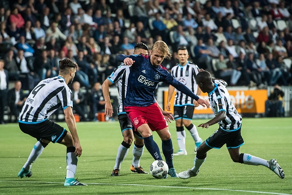 (L-R) Robin Propper of Heracles Almelo, Joey Pelupessy of Heracles Almelo, Kasper Dolberg of Ajax, Brahim Darri of Heracles Almelo, Jamiro Monteiro during the Dutch Eredivisie match between Heracles Almelo and Ajax Amsterdam at Polman stadium on August 12, 2017 in Almelo, The Netherlands(Photo by VI Images via Getty Images)