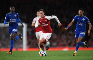 LONDON, ENGLAND - AUGUST 11:  Mesut Ozil of Arsenal goes past Wilfred Ndidi (L) and Riyad Mahrez (R) of Leicester City during the Premier League match between Arsenal and Leicester City at the Emirates Stadium on August 11, 2017 in London, England.  (Photo by Shaun Botterill/Getty Images)