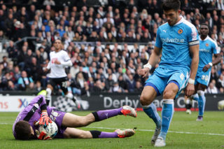 DERBY, ENGLAND - OCTOBER 18: Wolverhampton Wanderers FC goal keeper, Emiliano Martinez saves a goal from Derby County FC during the Sky Bet Championship match between Derby County and Wolverhampton Wanderers at Pride Park Stadium on October 18, 2015 in Derby, England.  (Photo by Daniel Smith/Getty Images)