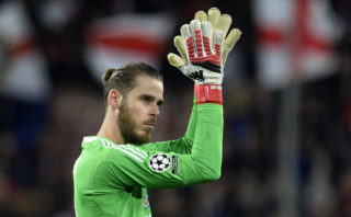 Manchester United's Spanish goalkeeper David de Gea applauds at the end of the UEFA Champions League round of 16 first leg football match Sevilla FC against Manchester United at the Ramon Sanchez Pizjuan stadium in Sevilla on February 21, 2018. / AFP PHOTO / Cristina Quicler