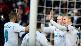Real Madrid's Welsh forward Gareth Bale (C) celebrates with Real Madrid's Portuguese forward Cristiano Ronaldo (R) and Real Madrid's French forward Karim Benzema (L) after scoring during the Spanish league football match between Real Madrid CF and Deportivo Alaves at the Santiago Bernabeu stadium in Madrid on February 24, 2018. / AFP PHOTO / PIERRE-PHILIPPE MARCOU