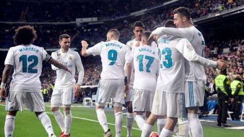 Real Madrid's Portuguese forward Cristiano Ronaldo (R) celebrates a goal with teammates during the Spanish League football match between Real Madrid CF and Girona FC at the Santiago Bernabeu stadium in Madrid on March 18, 2018. / AFP PHOTO / JAVIER SORIANO