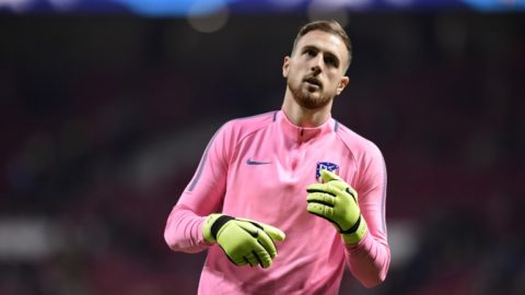 Atletico Madrid's Slovenian goalkeeper Jan Oblak warms up ahead of the UEFA Champions League group C football match between Atletico Madrid and AS Roma at the Wanda Metropolitan Stadium in Madrid on November 22, 2017. / AFP PHOTO / JAVIER SORIANO