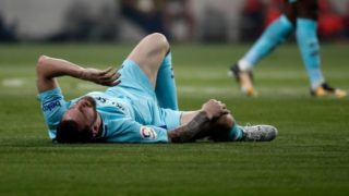 MADRID, SPAIN - OCTOBER 14: Lionel Messi of Barcelona is seen after an injury during the Spanish La Liga match between Atletico Madrid and Barcelona at Wanda Metropolitano Stadium in Madrid, Spain on October 14, 2017. Burak Akbulut / Anadolu Agency