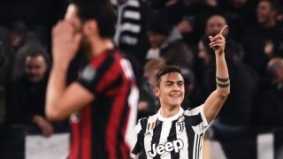 Juventus' forward Paulo Dybala from Argentina celebrates after scoring the Italian Serie A football match Juventus Vs AC Milan on March 31, 2018 at the 'Allianz Stadium' in Turin. / AFP PHOTO / MARCO BERTORELLO
