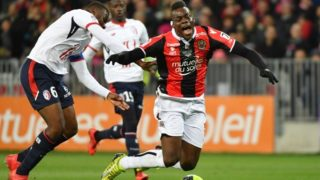 Nice's Italian forward Mario Balotelli (R) is tackled by Lille's French midefielder Ibrahim Amadou during the French L1 football match Nice (OGCN) vs Lille (LOSC) on March 2, 2018 at Allianz Riviera Stadium in Nice.  / AFP PHOTO / YANN COATSALIOU