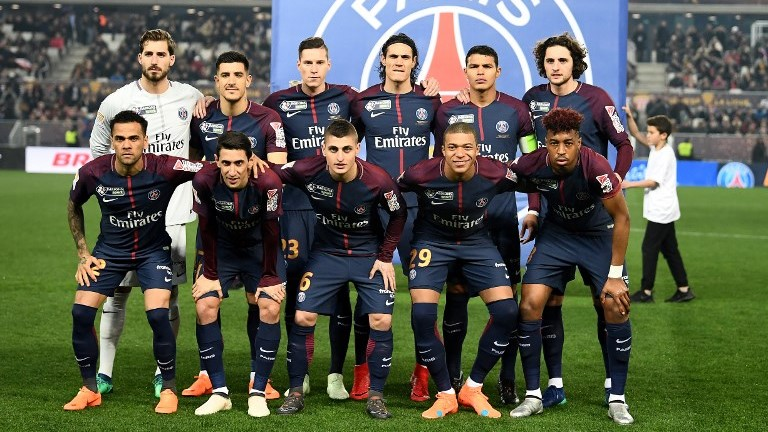 (up-from L) Paris Saint-Germain's German goalkeeper Kevin Trapp, Spain defender Yuri Berchiche,  Belgian defender Thomas Meunier, Uruguayan forward Edinson Cavani, Brazilian defender Thiago Silva and French midfielder Adrien Rabiot, (down-from L) Paris Saint-Germain's Brazilian defender Dani Alves, Argentinian forward Angel Di Maria, Italian midfielder Marco Verratti, French forward Kylian MBappe and French defender Presnel Kimpembe are pictured during the French League Cup final football match between Monaco (ASM) and Paris Saint-Germain (PSG) at The Matmut Atlantique Stadium in Bordeaux, southwestern France on March 31, 2018. / AFP PHOTO / FRANCK FIFE