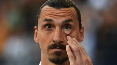 Zlatan Ibrahimovic from LA Galaxy reacts from the bench during their Major League Soccer (MLS) game against Sporting Kansas City at the StarHub Center in Los Angeles, California, on April 08, 2018. Sporting Kansas City went on to win 2-0.     / AFP PHOTO / Mark Ralston