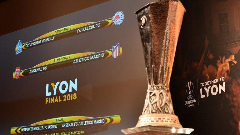This photograph taken on April 13, 2018, shows a screen displaying the fixtures next to the trophy after the draw for the semi-finals round of the UEFA Europa League football tournament at the UEFA headquarters in Nyon.  / AFP PHOTO / Fabrice COFFRINI