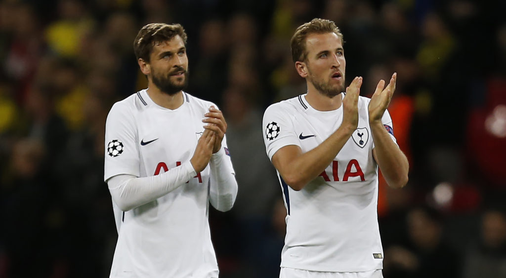 Tottenham Hotspur's English striker Harry Kane (R) and Tottenham Hotspur's Spanish striker Fernando Llorente (L) applaud supporters on the pitch after the UEFA Champions League Group H football match between Tottenham Hotspur and Borussia Dortmund at Wembley Stadium in London, on September 13, 2017. Tottenham won the game 3-1. / AFP PHOTO / IKIMAGES / Ian KINGTON