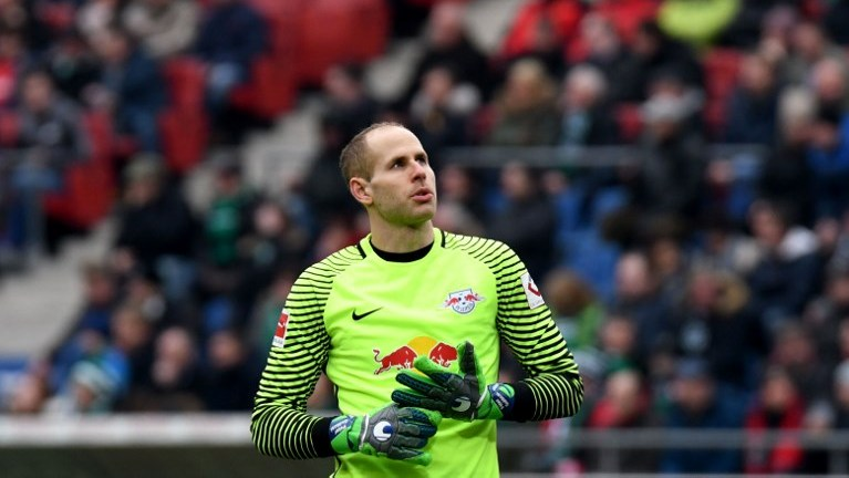 31 March 2018, Germany, Hannover: soccer, Bundesliga, Hannover 96 vs RB Leipzig in the HDI Arena. Leipzig goalkeeper Peter Gulacsi. Photo: Peter Steffen/dpa - IMPORTANT NOTICE: Due to the German Football League·s (DFL) accreditation regulations, publication and redistribution online and in online media is limited during the match to fifteen images per match