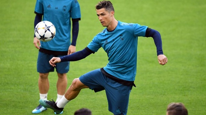 24 April 2018, Germany, Munich: Cristiano Ronaldo of Real Madrid in action during the final training at the Allianz Arena. Real Madrid is playing against FCBayern Muenchen in the Champions League semi-finals match on 25 April 2018. Photo: Andreas Gebert/dpa