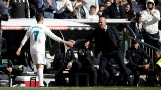 MADRID, SPAIN - APRIL 08: Cristiano Ronaldo (L) of Real Madrid greets his head coach Zinedine Zidane (R) as he leaves the pitch during the La Liga soccer match between Real Madrid and Atletico Madrid at Santiago Bernabeu Stadium in Madrid, Spain on April 08, 2018. Burak Akbulut / Anadolu Agency