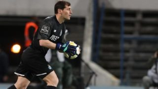 Porto's Spanish goalkeeper Iker Casillas in action during the Portuguese League football match Belenenses vs FC Porto at the Restelo stadium in Lisbon on April 2, 2018.  ( Photo by Pedro Fiúza/NurPhoto)