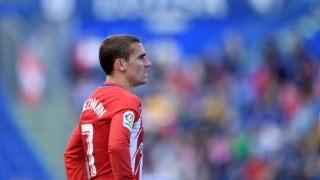 Atletico Madrid's French forward Antoine Griezmann looks on during the Spanish league football match between Getafe and Atletico Madrid at the Coliseum Alfonso Perez stadium in Getafe on May 12, 2018. / AFP PHOTO / OSCAR DEL POZO