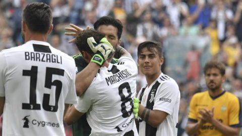 Juventus' goalkeeper from Italy Gianluigi Buffon hugs teammate Juventus' midfielder Claudio Marchisio as he leaves the pitch on his last game with Juventus team during the Italian Serie A football match Juventus versus Verona, on May 19, 2018 at the Allianz Stadium in Turin.   Italy great Gianluigi Buffon takes his final bow in goal for Juventus today at the end of a 17-year stint with the Serie A champions. / AFP PHOTO / Andreas SOLARO