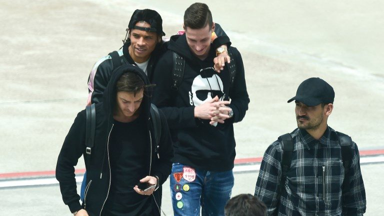 "German national football team forward Leroy Sane, German national football team midfielder Julien Draxler, German national football team midfielder Mesut Ozil and membres of the German national football team Die Mannschaft, arrive at  Bolzano airport, northerneast Italy on May 23, 2018. The ""Mannschaft"" will stay from May 23 until June 7, in Rungghof for trainning sessions prior to the Russia World Cup 2018 football competition. / AFP PHOTO / MIGUEL MEDINA"