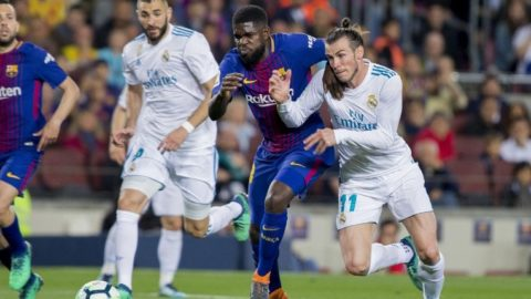 BARCELONA, SPAIN - MAY 6: Barcelona's defender Samuel Umtiti vies with Real Madrid forward Gareth Bale during the Spanish league football match between FC Barcelona and Real Madrid CF at the Camp Nou stadium in Barcelona on May 6, 2018 LOLA BOU / Anadolu Agency