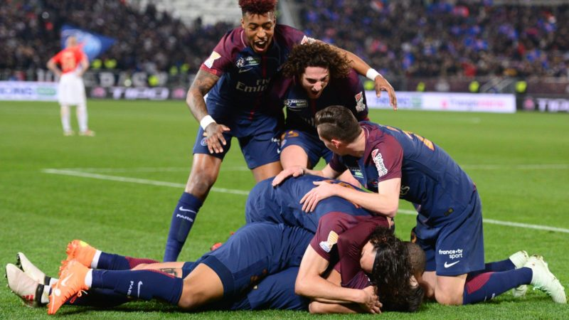 Paris Saint-Germain's Argentinian forward Angel Di Maria (OBSCURED) celebrates scoring his team's second goal with teammates French forward Kylian Mbappé, Uruguayan forward Edinson Cavani, German midfielder Julian Draxler (R), French defender Presnel Kimpembe (TOP) and French midfielder Adrien Rabiot (C) during the French League Cup final football match between Monaco (ASM) and Paris Saint-Germain (PSG) at The Matmut Atlantique Stadium in Bordeaux, southwestern France on March 31, 2018.  / AFP PHOTO / Nicolas TUCAT