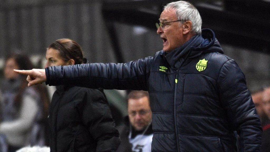 Nantes' Italian head coach Claudio Ranieri gestures during the French L1 football match between Amiens and Nantes on December 20, 2017 at the Licorne stadium in Amiens.   / AFP PHOTO / FRANCOIS LO PRESTI