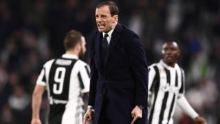 Juventus' Italian coach Massimiliano Allegri shouts during the Italian Serie A football match between Juventus and Atalanta on March 14, 2018 at the Allianz Stadium in Turin. / AFP PHOTO / MARCO BERTORELLO