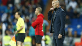 Real Madrid's French coach Zinedine Zidane stands on the sideline during the Spanish league football match between Real Madrid and Celta Vigo at the Santiago Bernabeu Stadium in Madrid on May 12, 2018. / AFP PHOTO / Benjamin CREMEL