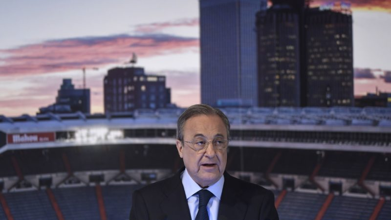 Real Madrid's president Florentino Perez gives a speech during the official presentation of Real Madrid´s newly appointed coach Julen Lopetegui at the Santiago Bernabeu stadium in Madrid on June 14, 2018. Just a day after he was sacked on the eve of the World Cup, former Spain coach Julen Lopetegui arrived in Madrid to be officially presented as Real Madrid's new manager. / AFP PHOTO / OSCAR DEL POZO