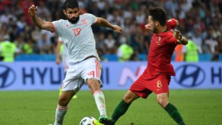Spain's forward Diego Costa (L) vies with Portugal's midfielder Joao Moutinho during the Russia 2018 World Cup Group B football match between Portugal and Spain at the Fisht Stadium in Sochi on June 15, 2018. / AFP PHOTO / Nelson Almeida / RESTRICTED TO EDITORIAL USE - NO MOBILE PUSH ALERTS/DOWNLOADS