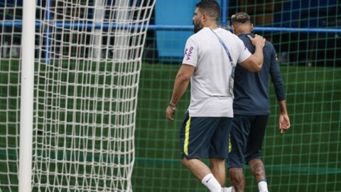 Brazil's forward Neymar (R) leaves the practice with team physio Bruno Mazziotti (L) during a training session of Brazil national football team at Yug Sport Stadium, in Sochi, on June 19, 2018, ahead of the Russia 2018 World Cup football tournament. / AFP PHOTO / Adrian DENNIS
