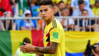 Colombia's midfielder James Rodriguez walks off the pitch after getting injured during the Russia 2018 World Cup Group H football match between Senegal and Colombia at the Samara Arena in Samara on June 28, 2018. / AFP PHOTO / Luis Acosta / RESTRICTED TO EDITORIAL USE - NO MOBILE PUSH ALERTS/DOWNLOADS