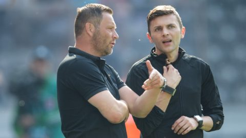 12 May 2018, Germany, Berlin: Soccer, Bundesliga, Hertha BSC vs RB Leipzig at the Olympiastadion. Hertha's coach Pal Dardai (l) speaks with fourth referee Eduard Beitinger. Photo: Soeren Stache/dpa - IMPORTANT NOTICE: Due to the German Football League·s (DFL) accreditation regulations, publication and redistribution online and in online media is limited during the match to fifteen images per match
