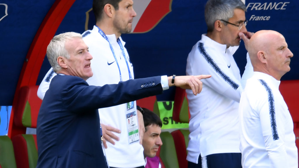 France's coach Didier Deschamps (L) instructs his players during the Russia 2018 World Cup Group C football match between France and Australia at the Kazan Arena in Kazan on June 16, 2018. / AFP PHOTO / Kirill KUDRYAVTSEV / RESTRICTED TO EDITORIAL USE - NO MOBILE PUSH ALERTS/DOWNLOADS
