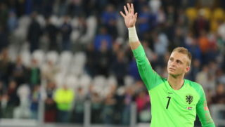 Jasper Cillessen (Holland) greets the fans after the friendly football match between Italy and Holland at Allianz Stadium on June 04, 2018 in Turin, Italy. Final result: 1-1 (Photo by Massimiliano Ferraro/NurPhoto via Getty Images)