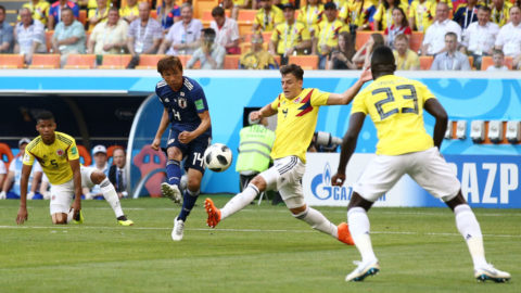 SARANSK, RUSSIA - JUNE 19:  Takashi Inui of Japan shoots past Santiago Arias of Colombia during the 2018 FIFA World Cup Russia group H match between Colombia and Japan at Mordovia Arena on June 19, 2018 in Saransk, Russia.  (Photo by Jan Kruger/Getty Images)