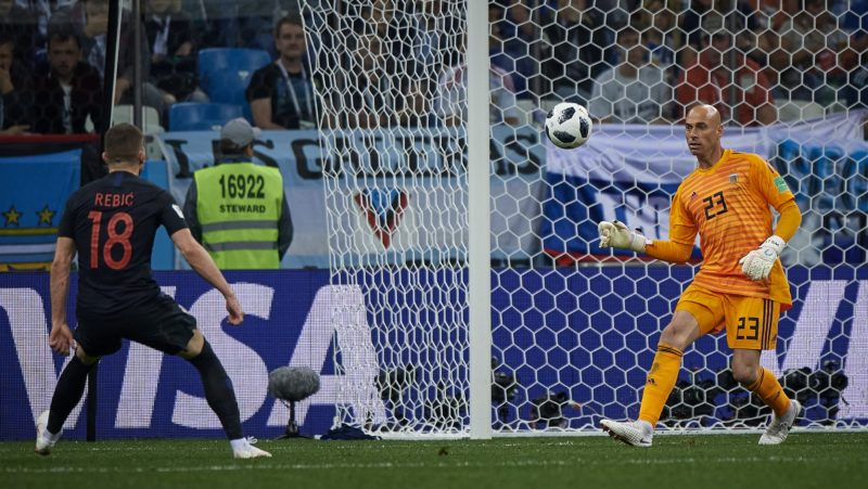 NIZHNIY NOVGOROD, RUSSIA - JUNE 21:  Wilfredo Caballero of Argentina lets Ante Rebic of Croatia score a goal during the 2018 FIFA World Cup Russia group D match between Argentina and Croatia at Nizhniy Novgorod Stadium on June 21, 2018 in Nizhniy Novgorod, Russia.  (Photo by Quality Sport Images/Getty Images)