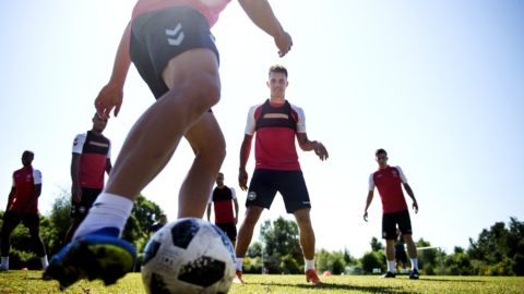 Jonas Knudsen (C) eyes the ball during the Danish World Cup preliminary squad's training session in Elsingoer, Denmark, on May 24, 2018. / AFP PHOTO / Ritzau Scanpix / Liselotte Sabroe / Denmark OUT