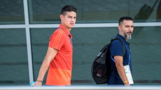 Colombia's midfielder James Rodriguez (L) walks after arriving at Kazan International Airport on July 1, 2018, as they travel to Moscow for their Russia 2018 World Cup round of 16 football match against England. / AFP PHOTO / LUIS ACOSTA