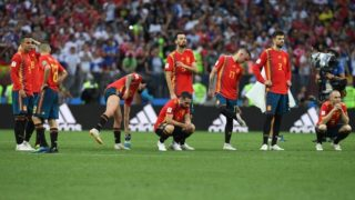 Spain's team players react at the end of the Russia 2018 World Cup round of 16 football match between Spain and Russia at the Luzhniki Stadium in Moscow on July 1, 2018. / AFP PHOTO / Francisco LEONG / RESTRICTED TO EDITORIAL USE - NO MOBILE PUSH ALERTS/DOWNLOADS