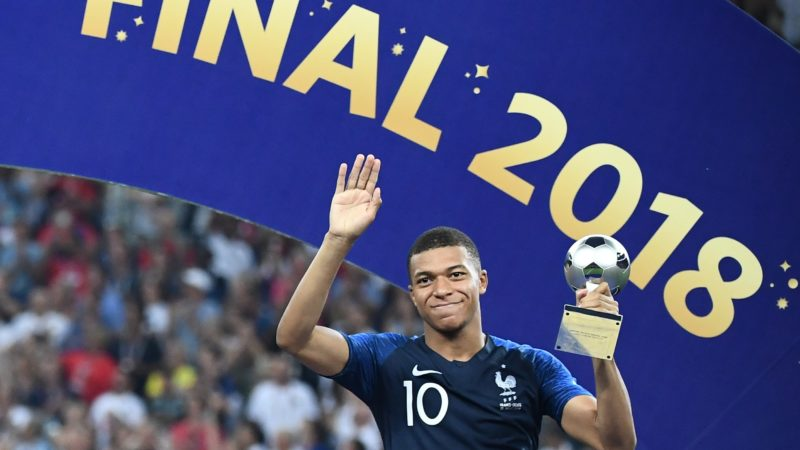 France's forward Kylian Mbappe poses with the FIFA Young Player award during the trophy ceremony at the end of the Russia 2018 World Cup final football match between France and Croatia at the Luzhniki Stadium in Moscow on July 15, 2018. / AFP PHOTO / FRANCK FIFE / RESTRICTED TO EDITORIAL USE - NO MOBILE PUSH ALERTS/DOWNLOADS