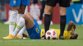 NEYMAR (BRA) lies with pain on the pitch, at the ground, injury, lying, pain, whole figure, landscape, Brazil (BRA) - Mexico (RUS) 2: 0, knockout round, match 53, on 02.07.2018 in Samara; Football World Cup 2018 in Russia from 14.06. - 15.07.2018. | usage worldwide