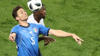 France's midfielder Paul Pogba (L) vies for the ball with Italy's midfielder Jorginho during the friendly football match between France and Italy at the Allianz Riviera Stadium in Nice, southeastern France, on June 1, 2018. / AFP PHOTO / VALERY HACHE