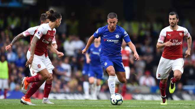 Chelsea's Belgian midfielder Eden Hazard (C) vies with Arsenal's Uruguayan midfielder Lucas Torreira (L), Arsenal's Spanish defender Hector Bellerin (2nd L) and Arsenal's Armenian midfielder Henrikh Mkhitaryan (R) during the English Premier League football match between Chelsea and Arsenal at Stamford Bridge in London on August 18, 2018. / AFP PHOTO / Glyn KIRK / RESTRICTED TO EDITORIAL USE. No use with unauthorized audio, video, data, fixture lists, club/league logos or 'live' services. Online in-match use limited to 120 images. An additional 40 images may be used in extra time. No video emulation. Social media in-match use limited to 120 images. An additional 40 images may be used in extra time. No use in betting publications, games or single club/league/player publications. /