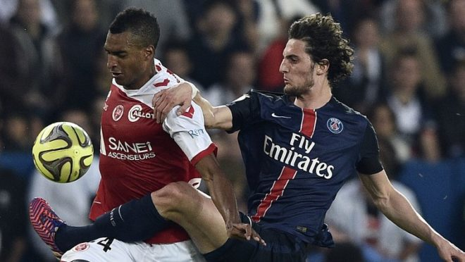 Paris Saint-Germain's French midfielder Adrien Rabiot (R) vies with Reims' French forward David Ngog during the French L1 football match between Paris Saint-Germain (PSG) vs Reims on May 23, 2015 at the Parc des Princes stadium in Paris. AFP PHOTO / FRANCK FIFE / AFP PHOTO / FRANCK FIFE