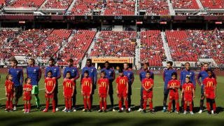 SANTA CLARA, CA - AUGUST 04: FC Barcelona players line up before their International Champions Cup match at Levi's Stadium on August 4, 2018 in Santa Clara, California.   Lachlan Cunningham/Getty Images/AFP