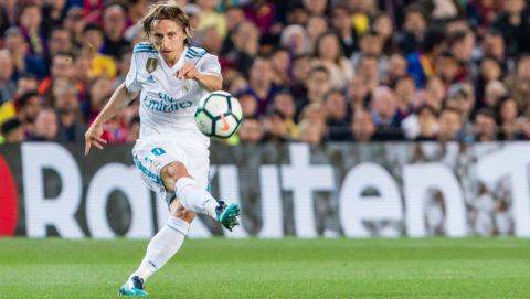 Real Madrid midfielder Luka Modric (10) during the match between FC Barcelona v Real Madrid, for the round 36 of the Liga Santander, played at Camp nou  on 6th May 2018 in Barcelona, Spain.  -- (Photo by Urbanandsport/NurPhoto via Getty Images)