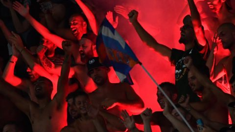 Napoli's fans celebrate after Napoli defeated AC Milan in their Italian Serie A football match on August 25, 2018 at the San Paolo Stadium in Naples. / AFP PHOTO / Alberto PIZZOLI