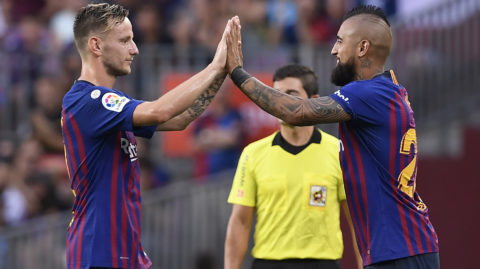 Barcelona's Chilean midfielder Arturo Vidal (R) replaces Barcelona's Croatian midfielder Ivan Rakitic during the Spanish league football match between FC Barcelona and SD Huesca at the Camp Nou stadium in Barcelona on September 2, 2018. / AFP PHOTO / LLUIS GENE